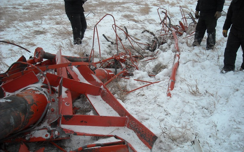 The top broadcast antenna buried 3' in the frozen ground